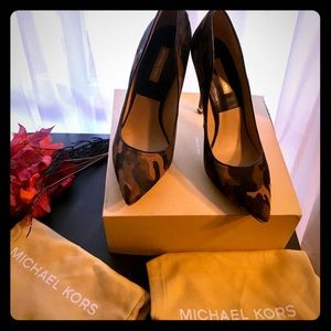 🔥🍁EUC Michael Kors print heels 🍁🔥like new! 8.5